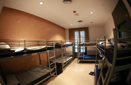 Barcelona Youth Hostel, Alternative Creative Youth Home Hostel dorm beds with comfortable beds
