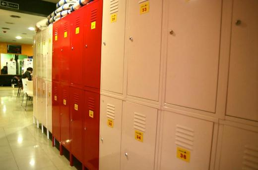 Barcelona youth hostel with free lockers, safe hostel in Barcelona